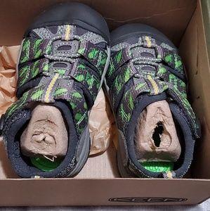 NEW Keen Sandals Toddler 4